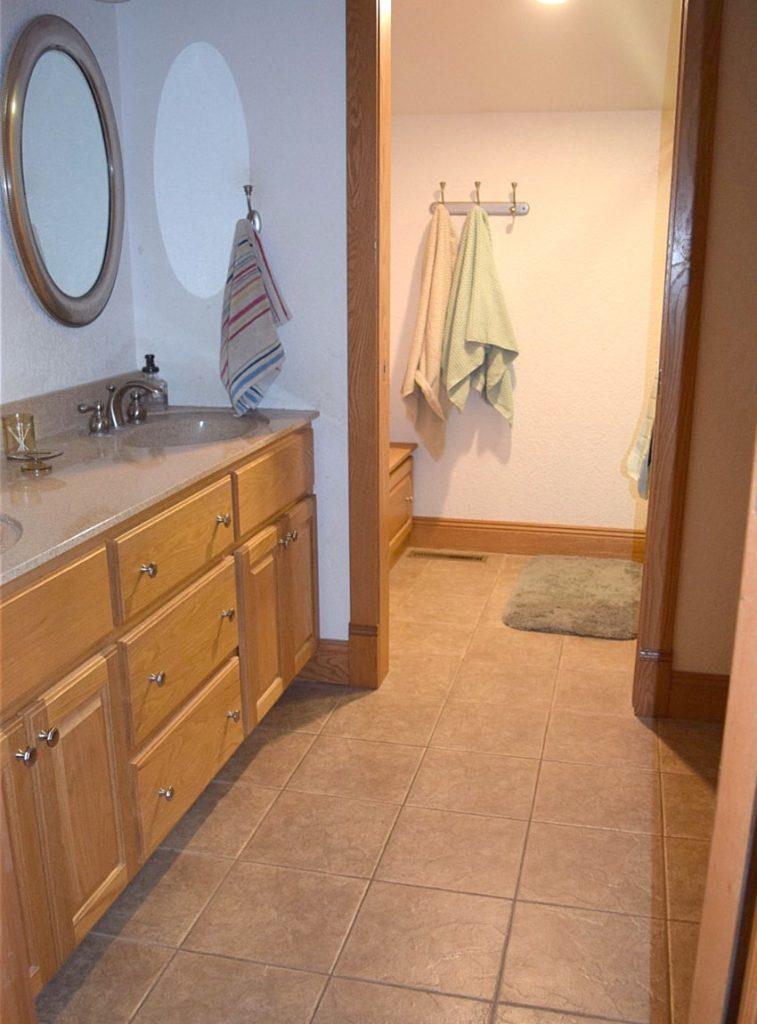 $100 Room Challenge: Vicki's Bathroom Makeover 2