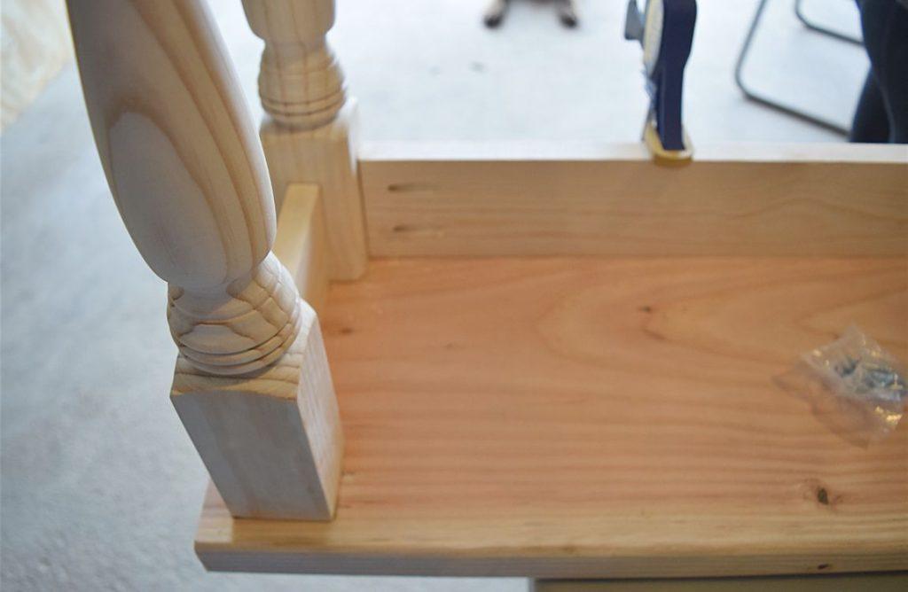 DIY Farmhouse Kitchen Bench 3