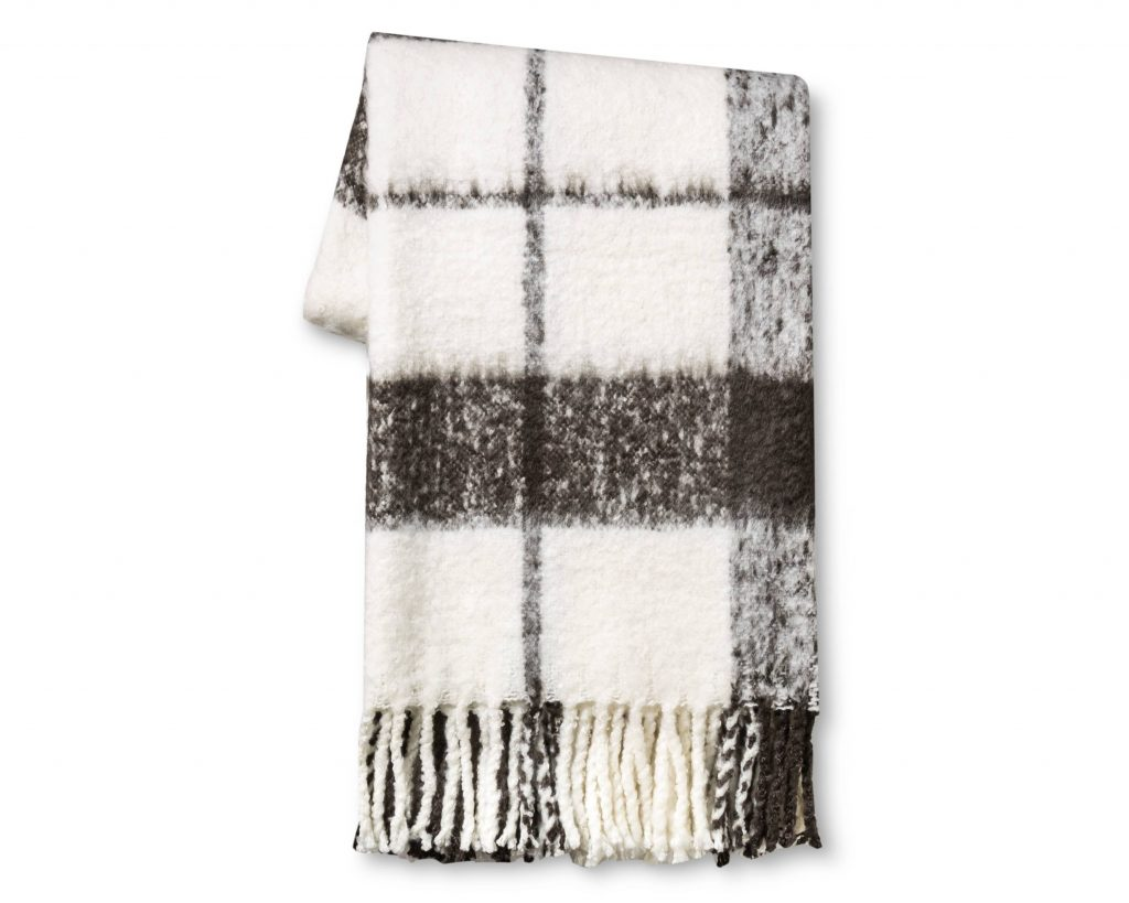 Cozy Throw Blankets for Fall 2