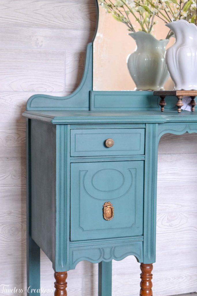 An Antique Vanity and Dresser Set 8