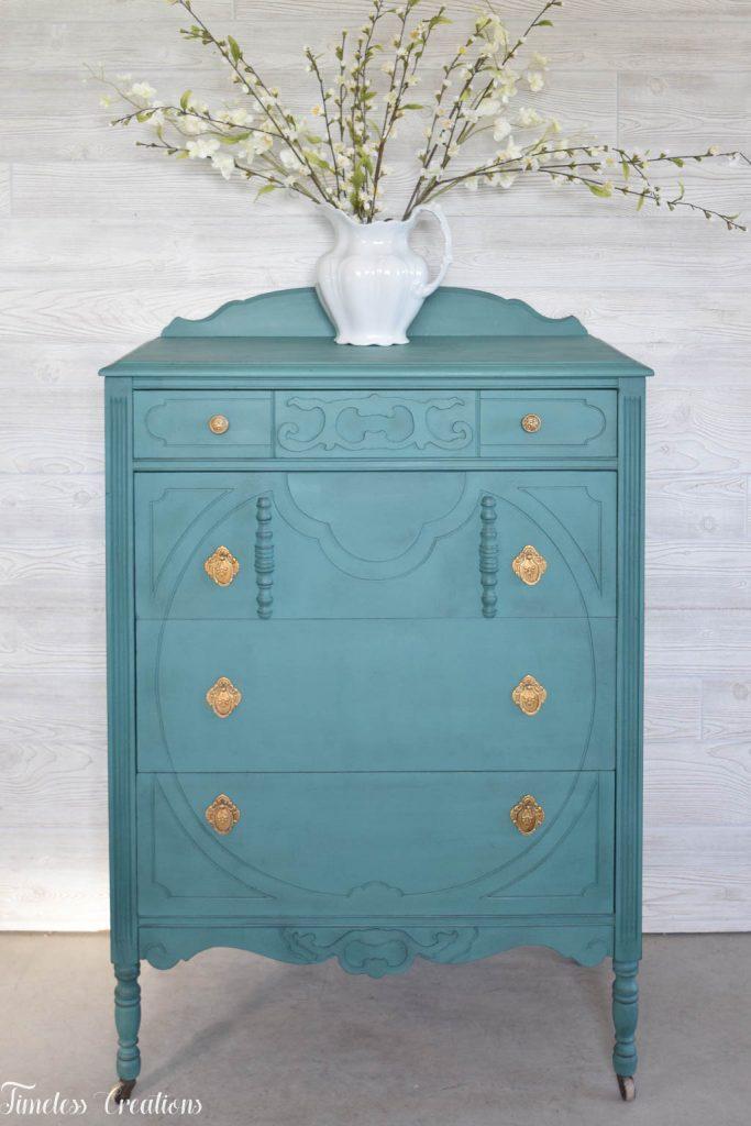 An Antique Vanity and Dresser Set 9