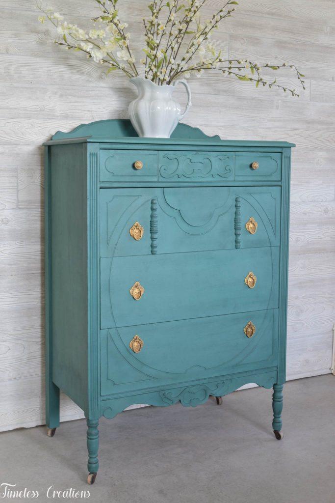 An Antique Vanity and Dresser Set 11