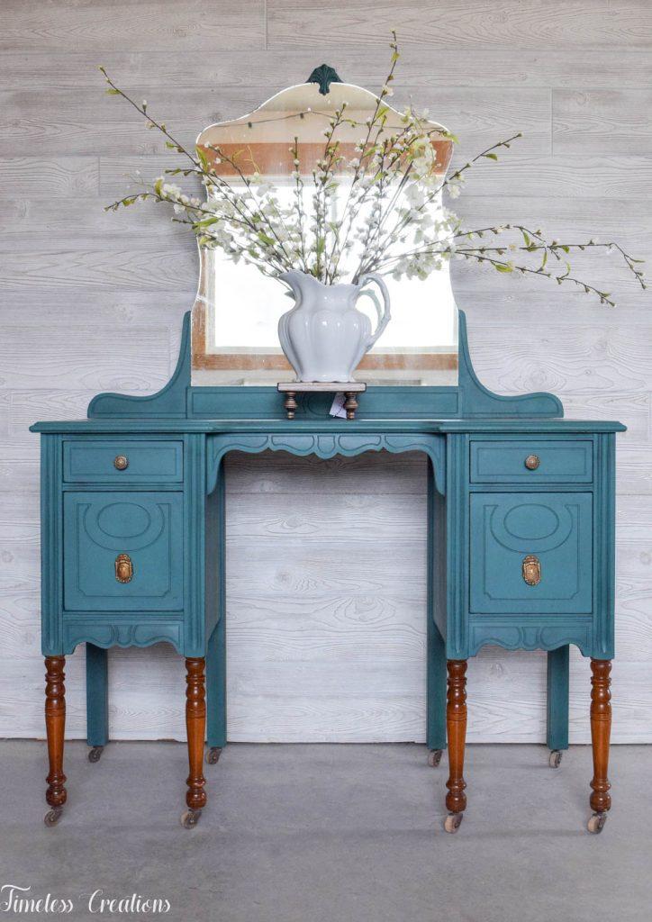 An Antique Vanity and Dresser Set 6