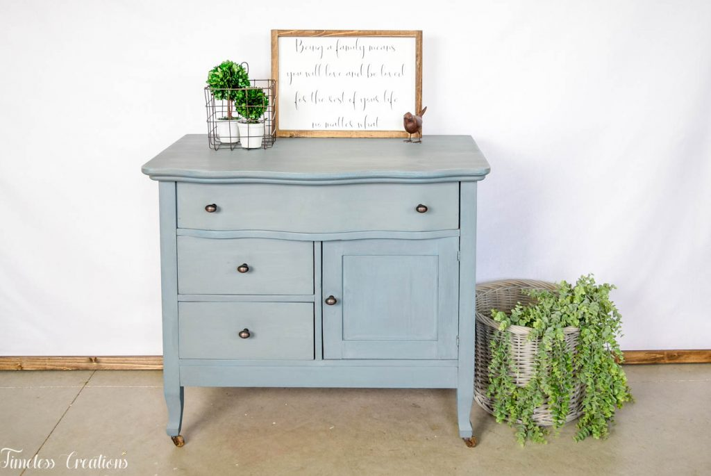 How to Stage your Farmhouse Style Furniture to Sell 9